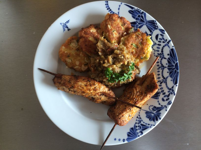 Teller Bharta mit Huhn Kartoffelplätzchen