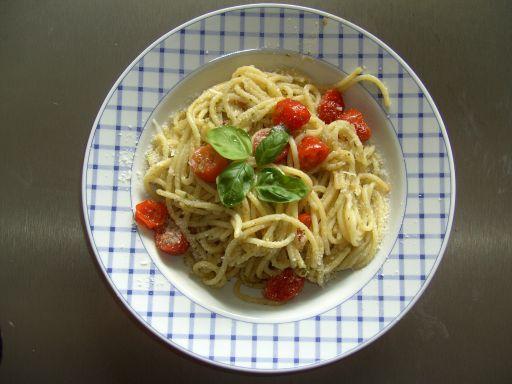teller spaghetti pesto