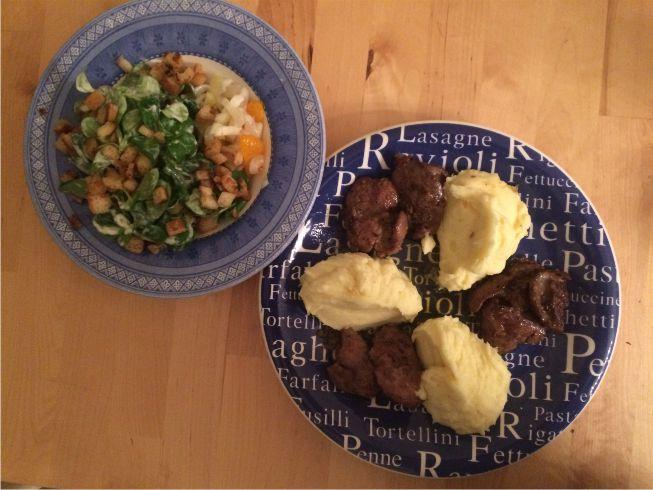 Geflügelleber mit Kartoffelbrei und Feldsalat