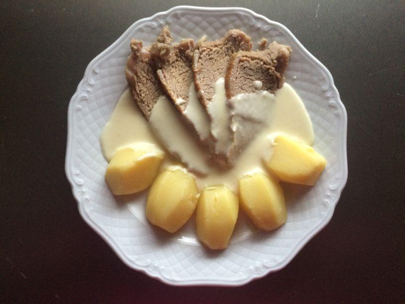 Kalbs Tafelspitz Mit Meerrettichsoße Und Kartoffeln