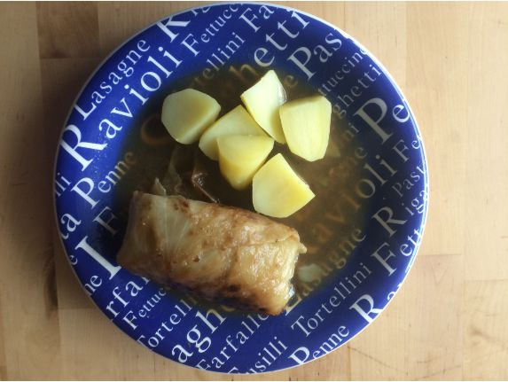 Krautroulade mit Kartoffeln Teller
