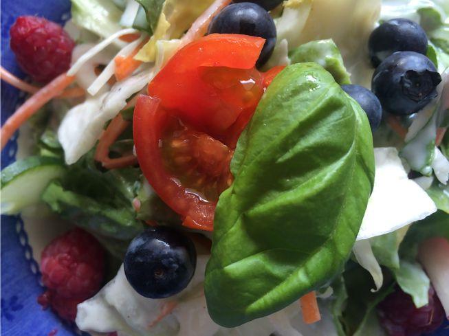 Salat mit Beeren