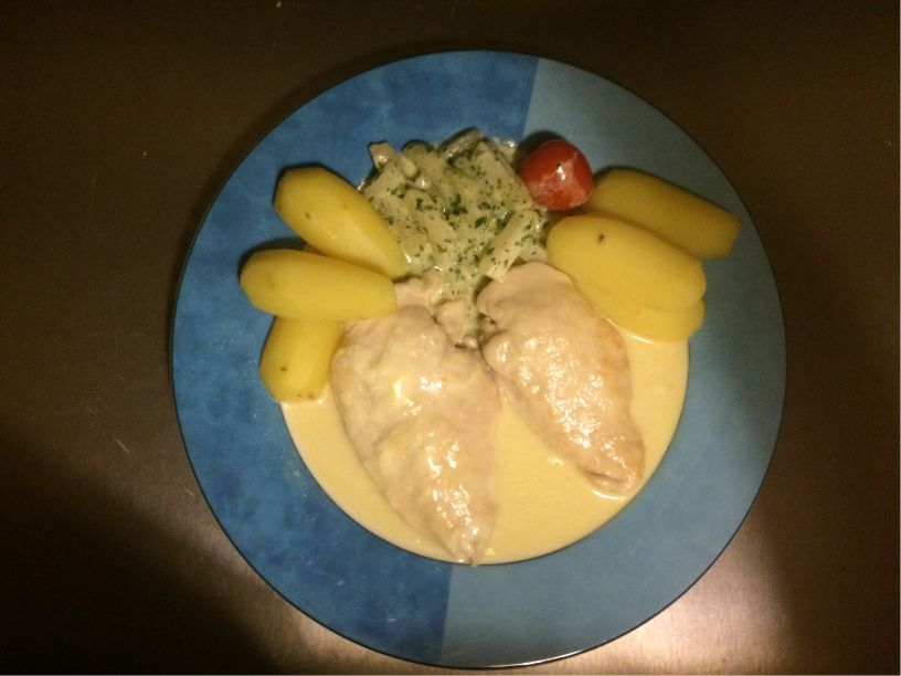 Teller Hähnchen Minutensteaks mit Zitronensoße