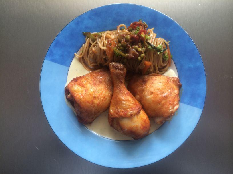 Teller Huhn mit Spagetti