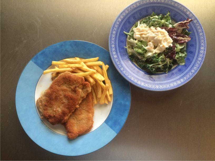 Teller Putenschnitzel mit Salat