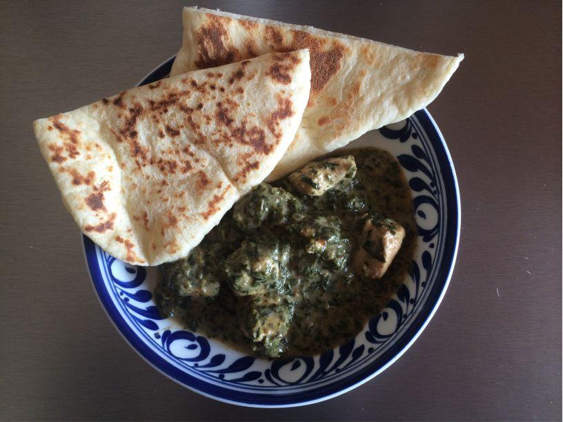Teller Spinat mit Naan