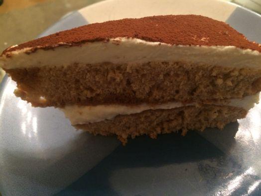 Tiramisu Torte abgeschnitten